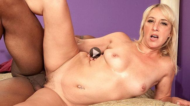 mature-video-andi-roxxx