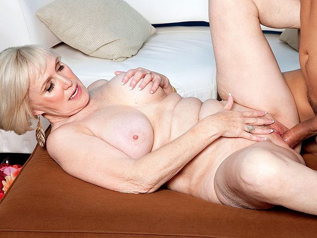 mature-video-lola-lee